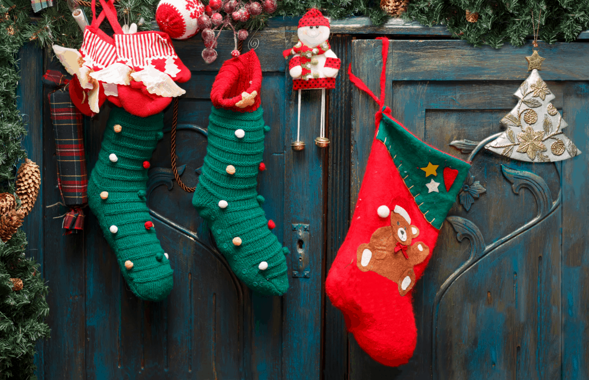 How to Decorate a Stocking (Ideas)